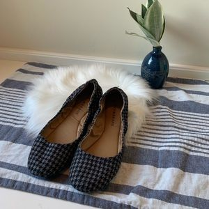 Houndstooth charcoal gray Lucky Brand wool flats